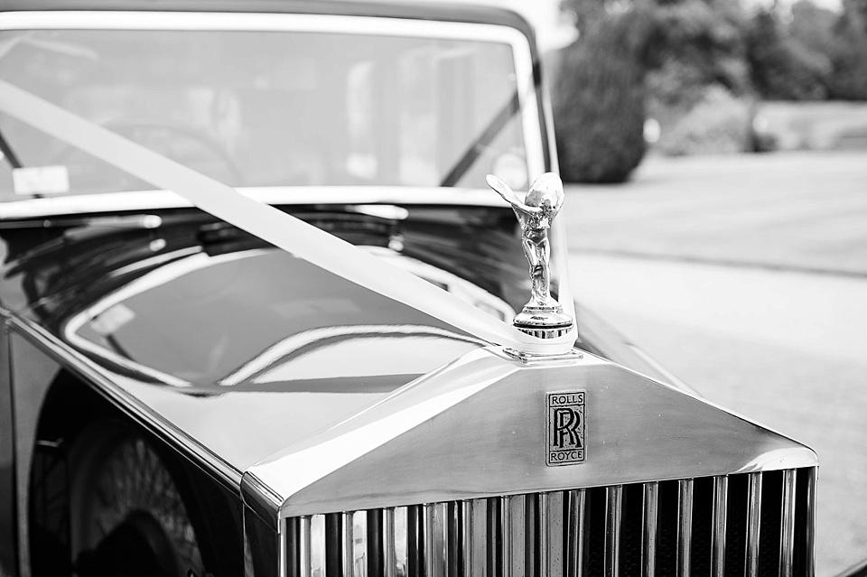 vintage-wedding-car-elegant-summer-wedding-photography-Moor-Park-Mansion-©-Fiona-Kelly-Hertfordshire-wedding-photographer