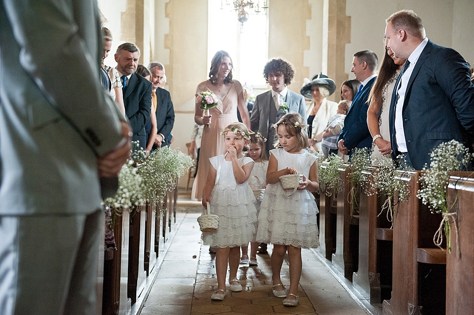 flower girls scattering petals-natural wedding photography-fiona kelly photography_0004