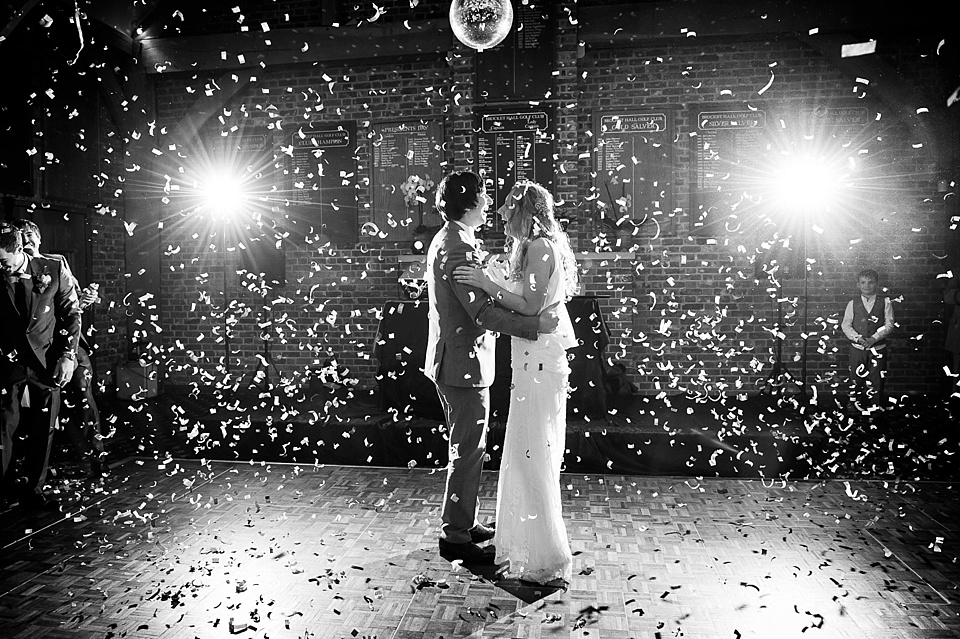 Wedding Traditions / The first dance
