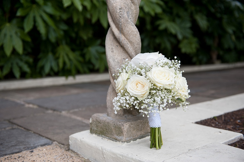 white rose and gypsophelia bouquet_0008