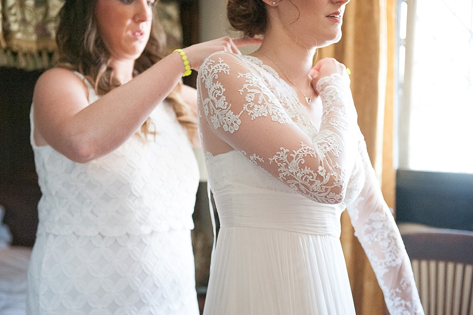 Lace detail sleeves wedding dress