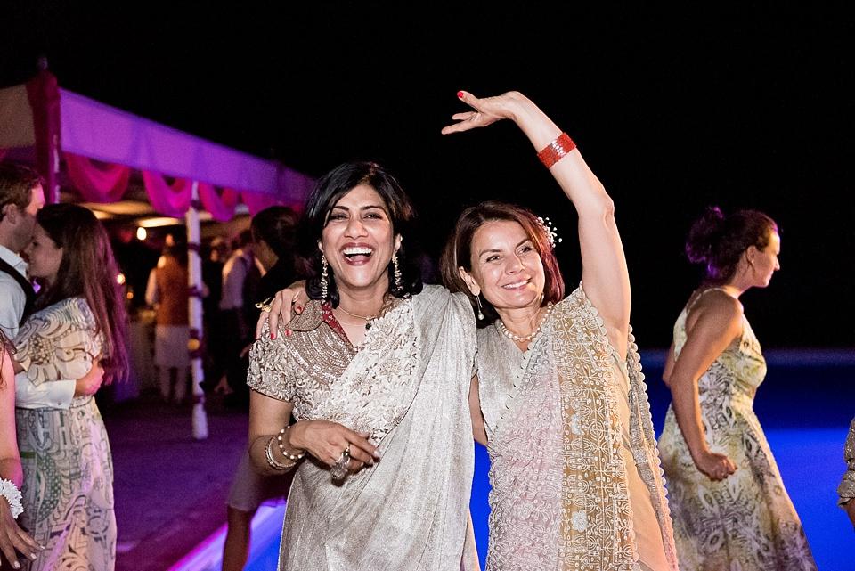 332 Women-in-gold-saris
