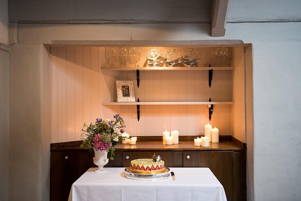 110 Candlelit wedding cake