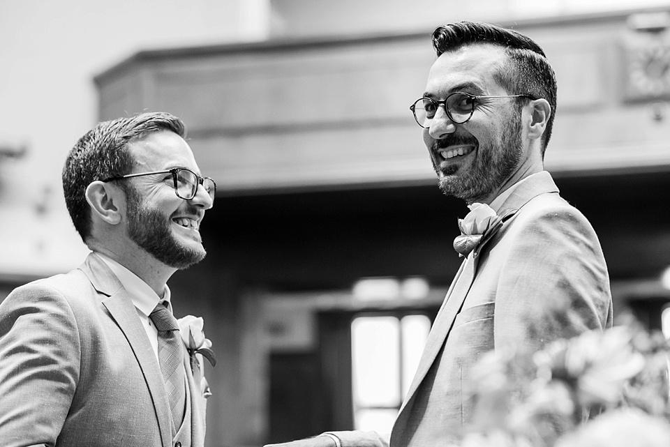 18 Capturing love between grooms