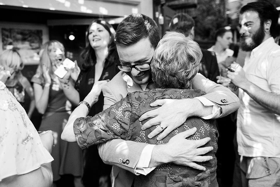 190 Groom hugging Mum London wedding