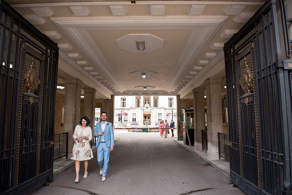40 Groom leaving Wandsworth Town Hall