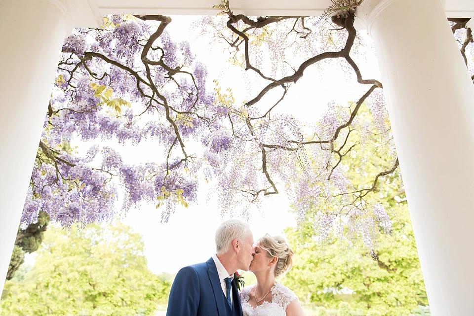 15 English summer wedding portrait