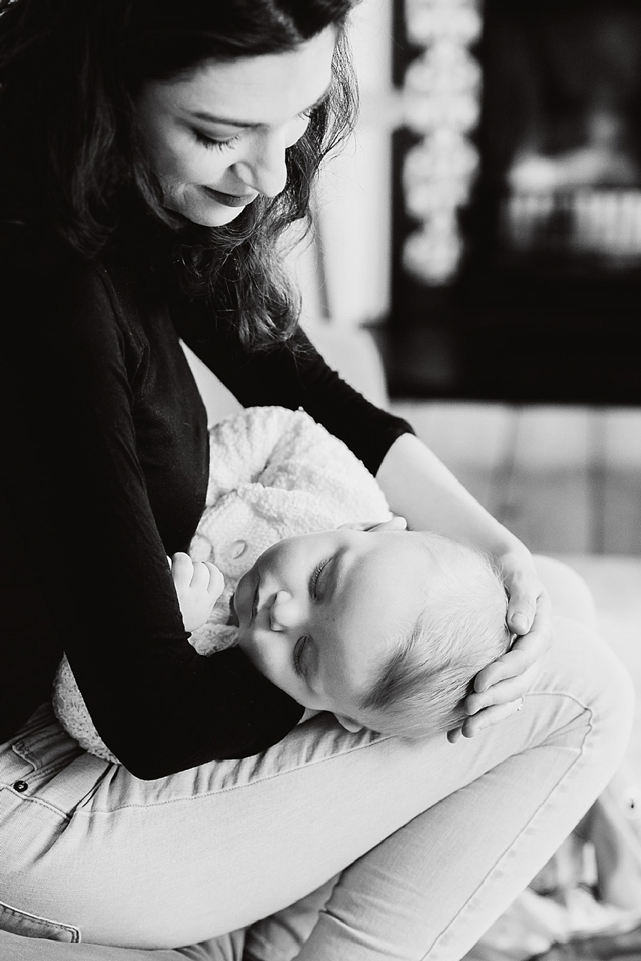 Relaxed family photography sleeping baby with mum